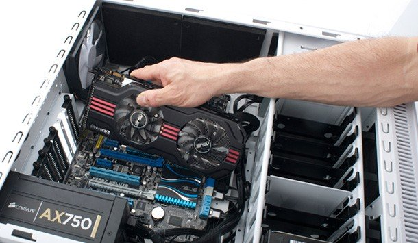 Foto que muestra cómo reemplazar una tarjeta de video